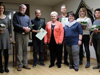 Ehrenvorsitzende Hilde Müller ehrt zusammen mit der Vorsitzenden Alexandra Kiesel 6 langjährige Mitglieder