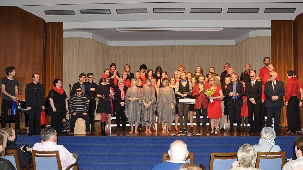 Thalia Chor mit Theaterkracken und Musikern