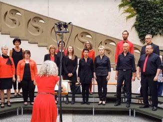 """Open-Air-Konzert """"Schweinfurt singt und klingt"""" des Stadtverbandes Musik e.V. Schweinfurt im Rathaus-Innenhof."""